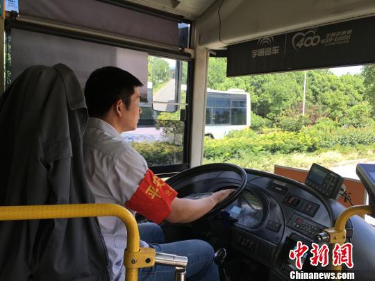 """宁波""""网红""""公交驾驶员:粉丝数万传递车厢正能量"""