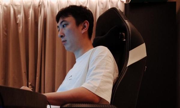 王思聪成职业选手首秀:百分百胜率 一场就退役