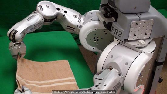 叠衣服仅需4分钟 未来机器人将承包家务?