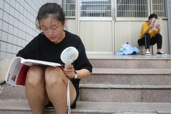 """95后大学生兴起""""炒币""""热:我们是有妄想症的大学生"""