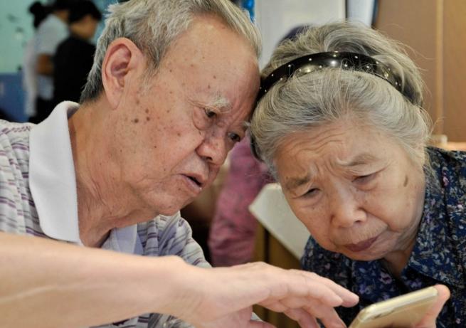 """全球老龄化浪潮下中国科技公司正瞄准""""白银经济"""""""