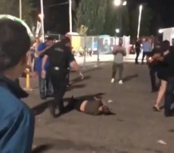加警官夜店外驱散斗殴者 期间将一女子击倒在地