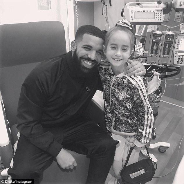 Drake医院探望11岁生病粉丝