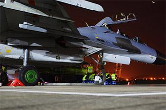 重型战机昼夜出动展示全时域作战能力
