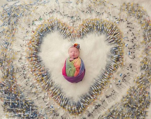 美同性夫妻为宝宝拍针管环绕艺术照展得子不易