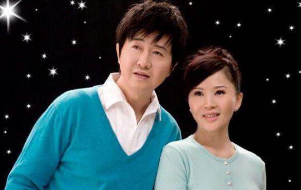 杨钰莹晒与任静付笛声夫妇合影,假脸玻尿酸比赛吗?整容失败案例