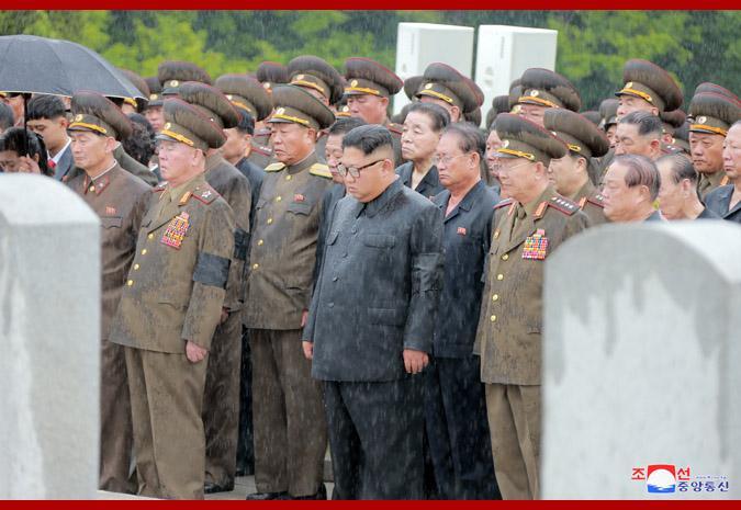 朝鲜为人民军元帅金永春举行国葬 金正恩雨中默哀