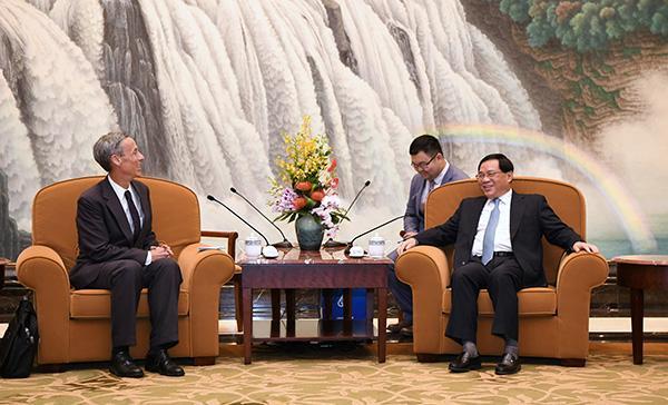 李强会见美中贸易全国委员会会长:中美经贸健康稳定十分重要