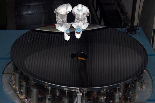 中国研制成功世界最大口径单体碳化硅反射镜