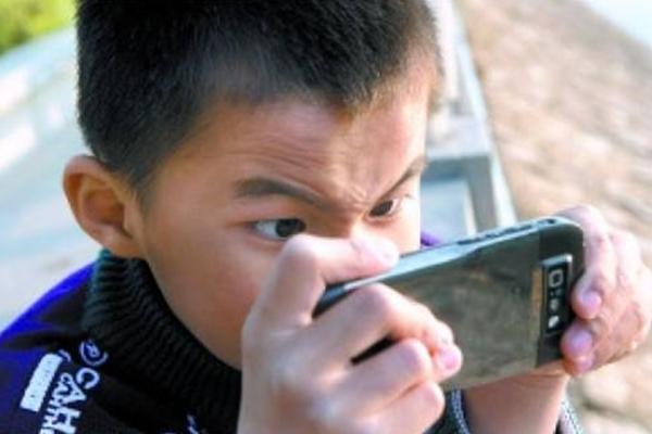 日媒:中国农村留守儿童沉迷手游令人心忧