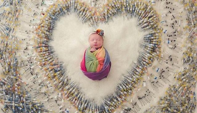 得子不易!美同性夫妻为宝宝拍针管环绕艺术照