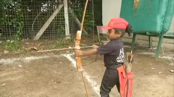 印三岁女童连续射出1111支箭欲创吉尼斯世界纪录