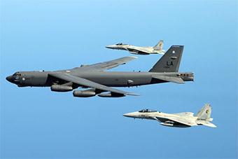 美国出动B52H和澳大利亚空军举行联合演习