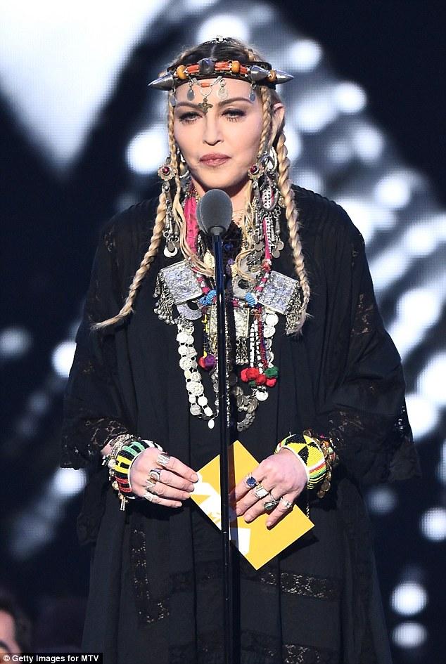 麦当娜回应MTV颁奖典礼风波:一些人不动脑就指责