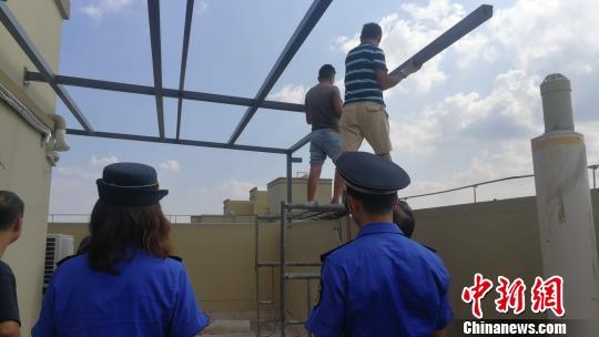 武汉最高违建被拆除 位于46层房屋顶层