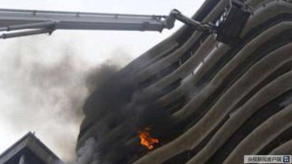 印度孟买住宅楼突发大火 造成四人死亡