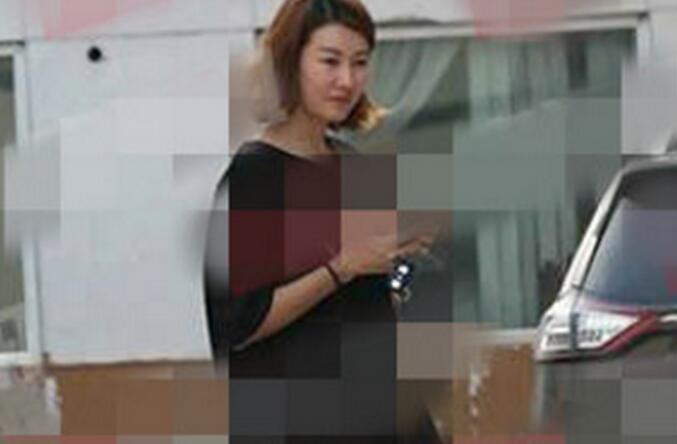 王宝强新欢身份被扒 疑似为电视台主持人