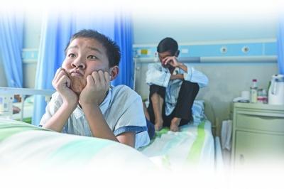 12岁少年医院洗衣打饭照顾爷爷:父亲走失叔叔有事