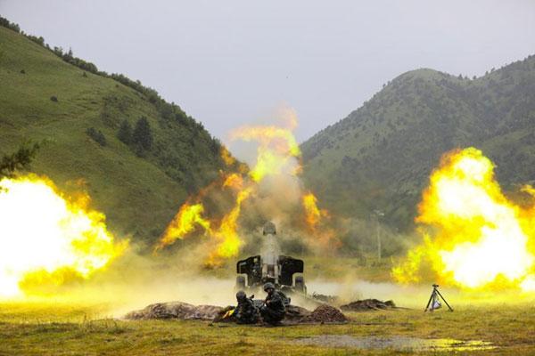 陆军第77集团军某旅高原峡谷地域进行跨昼夜实兵演习
