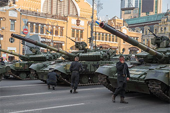 乌克兰独立日盛大阅兵彩排 首次出现牧师方阵