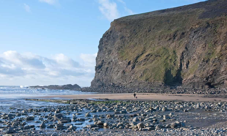 英一游客拿走几颗鹅卵石惹祸 差点被罚款1000英镑