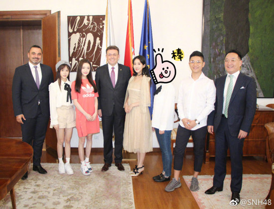 SNH48赴克罗地亚拍摄MV 李艺彤参观商会