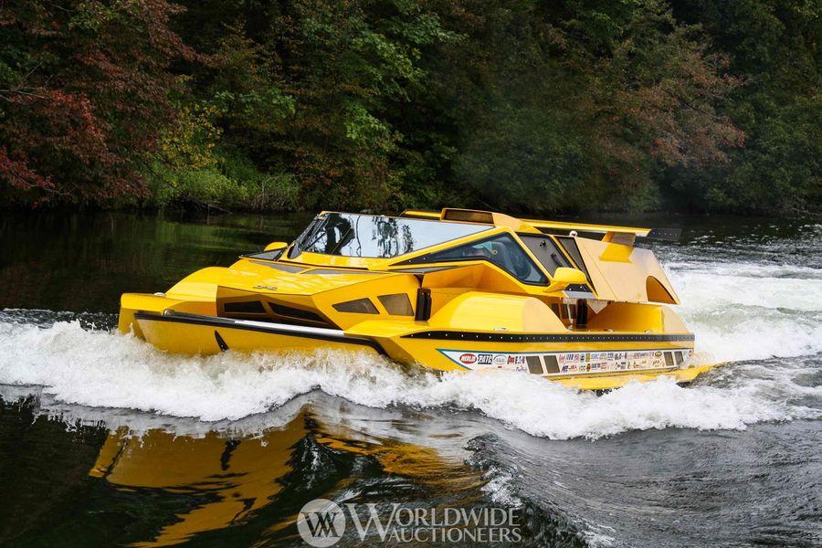 Rick Dobbertin打造的水陆两栖汽车正在拍卖