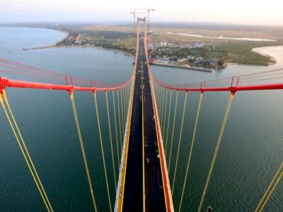 中国制造:非洲主跨径最大悬索桥通车在即