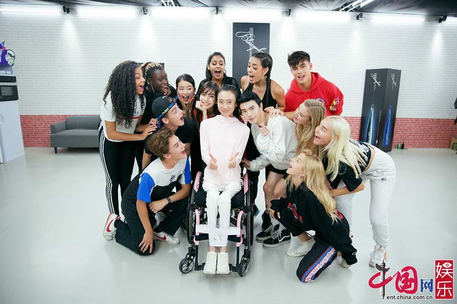 Angelababy携残疾舞者刘岩 诉说爱与勇气