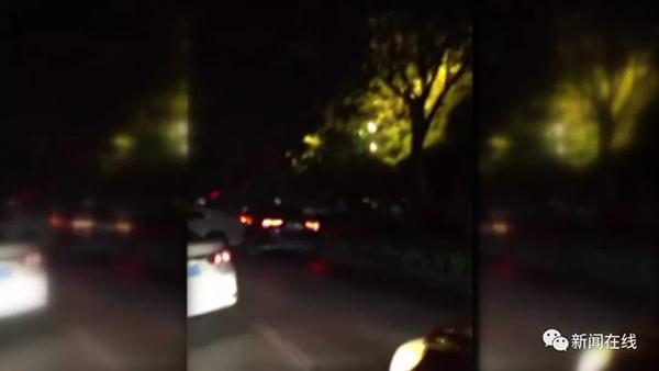 桂林一男子街头疯狂倒车撞车又撞人,警察调查发现竟是酒驾