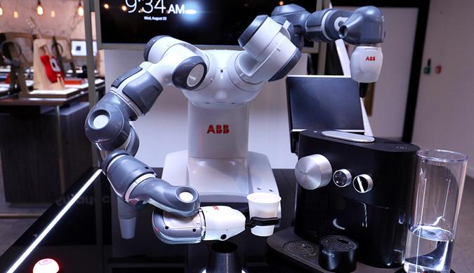 见过机器人做咖啡吗?YuMi机器人咖啡师亮相伦敦