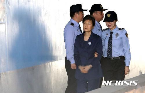 """25年!朴槿惠""""干政案""""二审宣判 比一审多1年"""