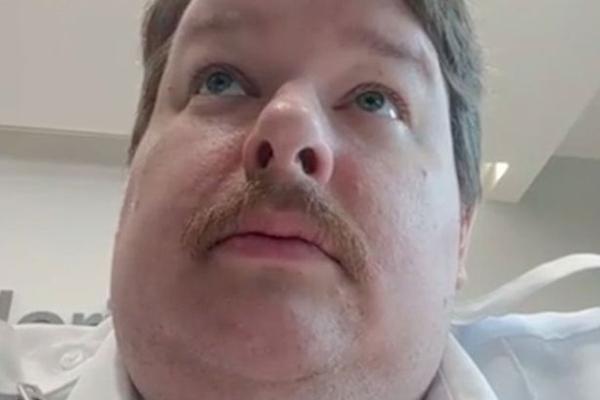 美医院保安工作中拍摄放屁视频走红网络遭解雇