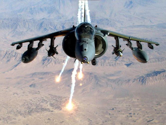 英国战机上演空中倒车的独门绝技 引得美军一口气进口近400架
