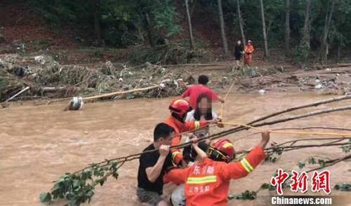 寿光被淹:部分村庄大棚仍大量积水 需做好消毒防疫