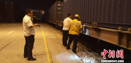 武汉铁路部门连夜开出救灾专列 驰援山东潍坊灾区
