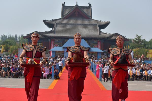 山西临汾:中元节祭祖大典举行 祭奠先祖祈求平安
