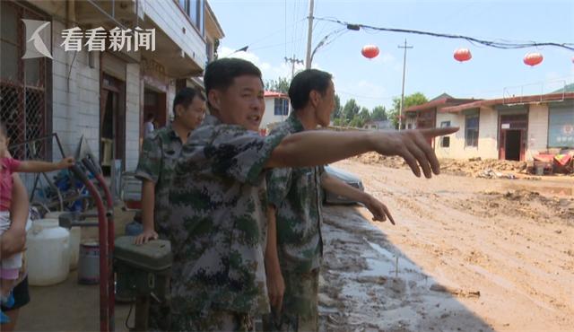 山东潍坊一村主任救灾返家后痛哭:自家厂淹惨了