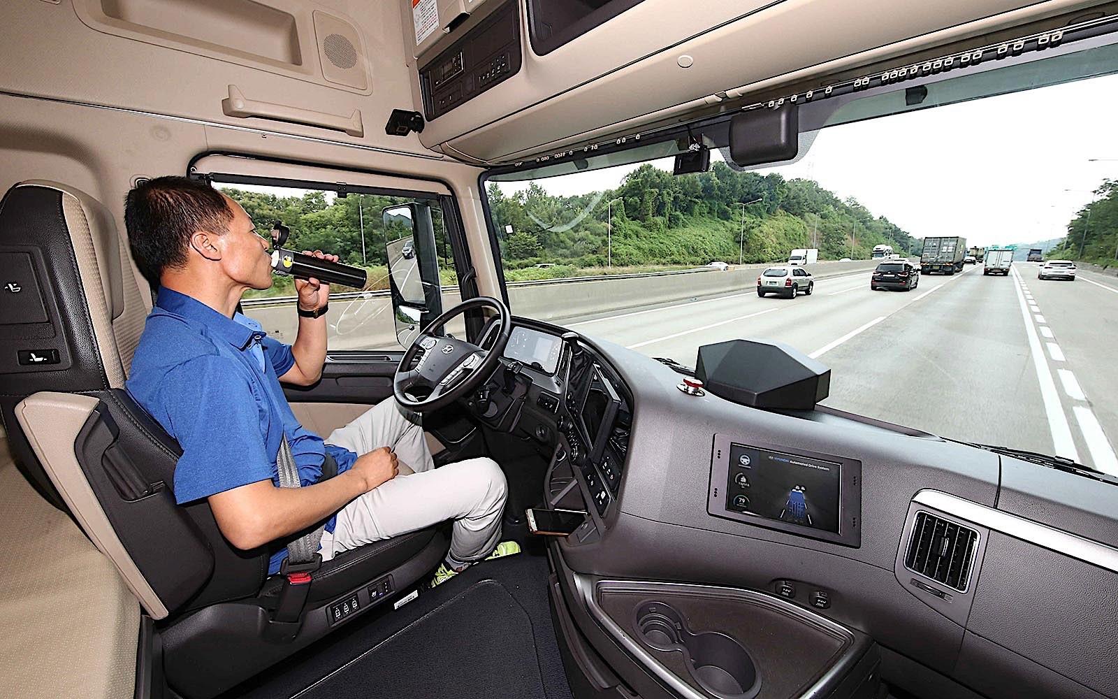 现代半自动驾驶卡车在韩路试成功 可自动变道