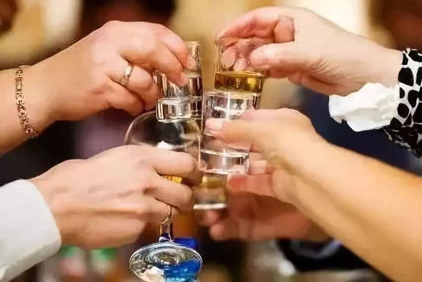 男生喝啤酒,男人喝白酒,男神喝红酒