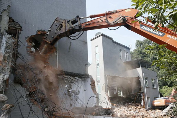 西安秦岭整治违建 周至豪华私人会所被拆除