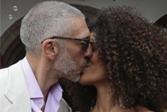 莫妮卡51岁前夫法国再婚,21岁小女友性感美丽