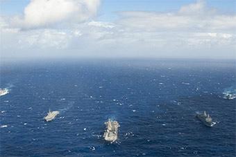 美日大批两栖舰倾巢而出在菲律宾海联合演习