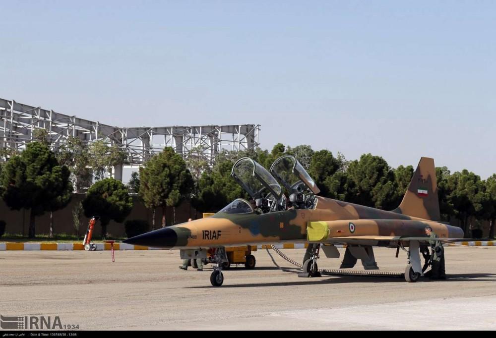 伊朗空军一架F5战机在降落时坠毁 飞行员丧生