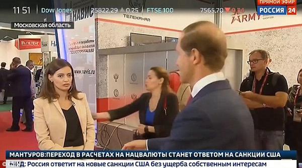 俄女记者直播采访工贸部长时突然晕倒引热议