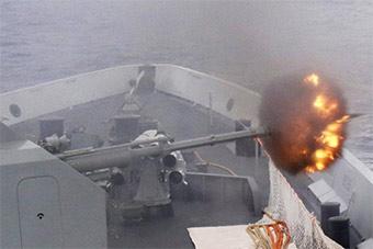 海军第三十批护航编队组织实弹射击训练