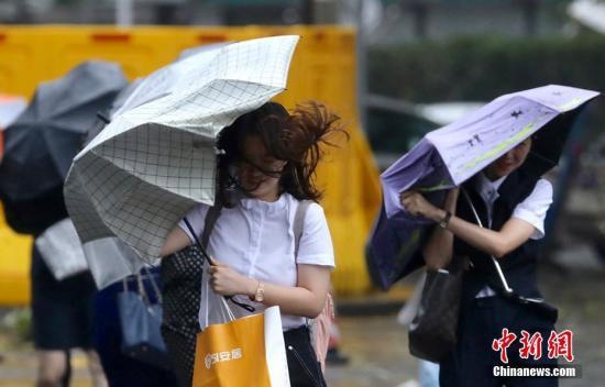 西南气流影响 台湾中南部严防豪雨等级雨势