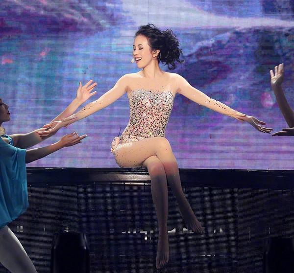 48岁的莫文蔚腿长惊人?曾被说丑的她的原来才是高级美!