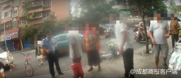 男子酒后当街呕吐 一言不合用拖鞋殴打61岁环卫工