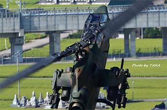 日本举行直升机飞行表演 大秀高难度机动